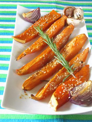 בטטה ודלעת בתנור בזיגוג סויה ודבש (צילום: חיה דר)