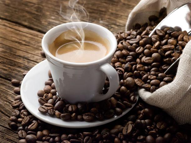 מעבר לקפאין, הקפה מכיל גם פוליפנולים, תרכובות כימיות צמחיות המונעות תהליכים מחמצנים ומנטרלות רדיקלים חופשיים (צילום: thinkstock)
