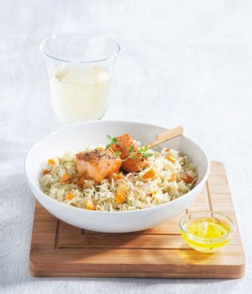 שיפודי סלמון עם אורז וירקות בניחוח עשבי תיבול  (צילום: דני לרנר)