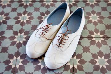 נעליים בעיצובה של בלינדר (צילום: ענבל מרמרי)