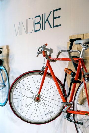מי שצריך לקפוץ לסידור קצר יכול לקבל זוג אופניים (צילום: שירן כרמל)