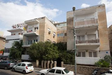 אחד העם 72-74 בת''א. עוד בניין לשימור (צילום: דור נבו)
