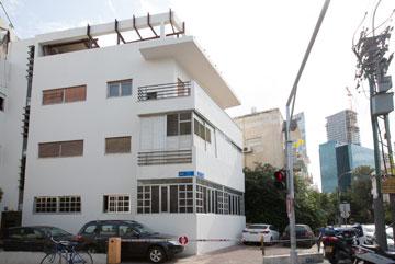 הבניין בנחמני-אחד העם בת''א, אחד מני רבים של שטיינבוק (צילום: דור נבו)