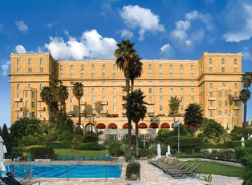 מלון המלך דוד בירושלים. שטיינבוק השתתף בתכנונו, כעובד במשרדו של צ'ייקין (צילום: יורם אשהיים)