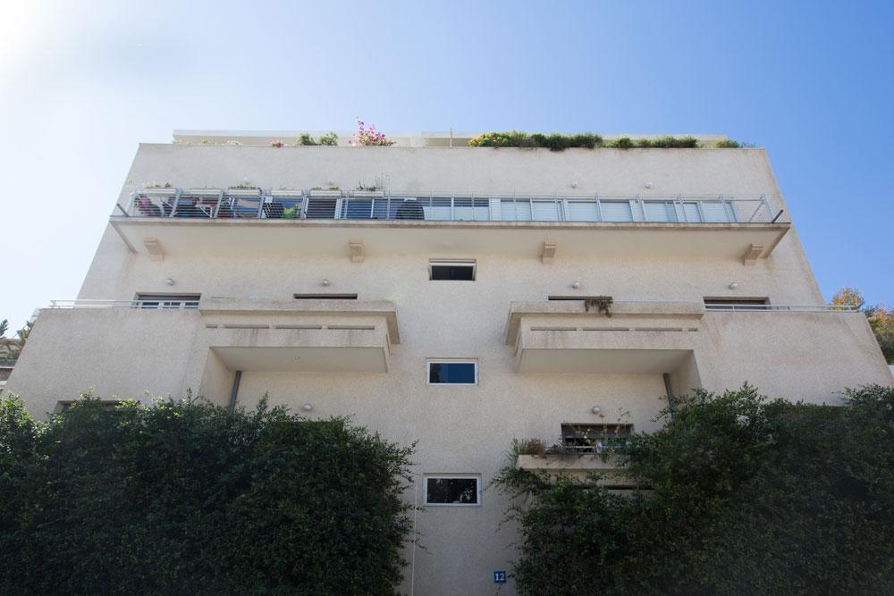 הבניין ברחוב מזא''ה 12 בתל אביב, ששומר בשנים האחרונות. שטיינבוק תכנן בתי דירות, וילות פרטיות וגני ילדים, בנייני משרדים אך גם עיריות ובנקים, בתי דפוס ומפעלים (צילום: דור נבו)