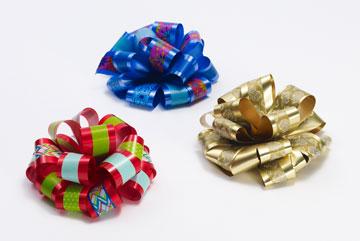 שדרוג מיוחד בצ'יק צ'ק: מדביקים רצועות וואשי טייפ על  סרטי המתנות לחג (באדיבות 3M)