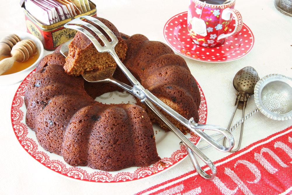 עוגת דבש עם תה וצימוקים (צילום: אסנת לסטר)