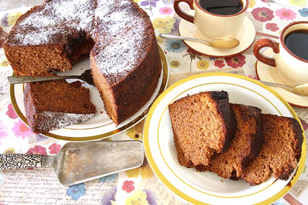 עוגת דבש עם קפה (צילום: אסנת לסטר)