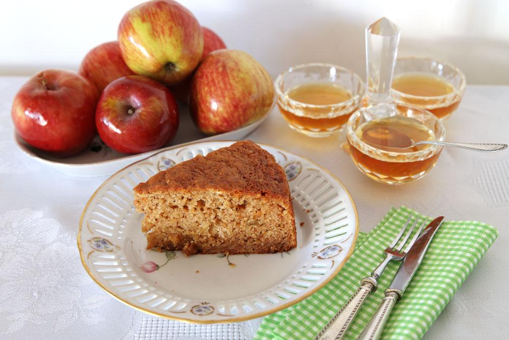 עוגת תפוחים בחושה קלה להכנה (צילום: אסנת לסטר)