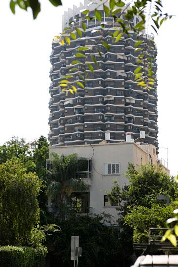 מגדל דיזנגוף סנטר אינו רחוק מכאן (צילום: שירן כרמל)