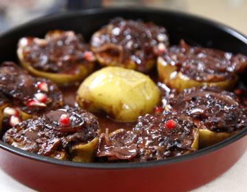 תפוחים ממולאים בשר ורימונים (צילום: אפיק גבאי)