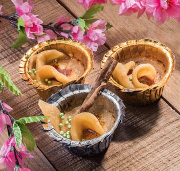 קרם ברולה קינמון עם פלחי תפוחים מוקפצים בדבש (צילום: דודו אזולאי )