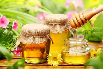 דבש אמיתי מתגבש בצבע אחד. דבש מזויף אינו מתגבש או שהוא מתגבש בשני צבעים (צילום: shutterstock)