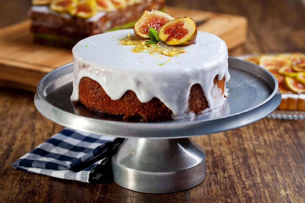 עוגת דבש פרווה עם תפוחים (צילום: בועז לביא)