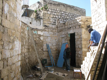 רפאל בגה במפלס העליון, שחלקיו החסרים הושלמו בתהליך השיפוץ והשימור (צילום: הנקין שביט)