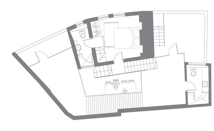 תוכנית מפלס הביניים, עם חדר עבודה/אורחים וחדרי רחצה ושירותים נוספים (צילום: הנקין שביט)