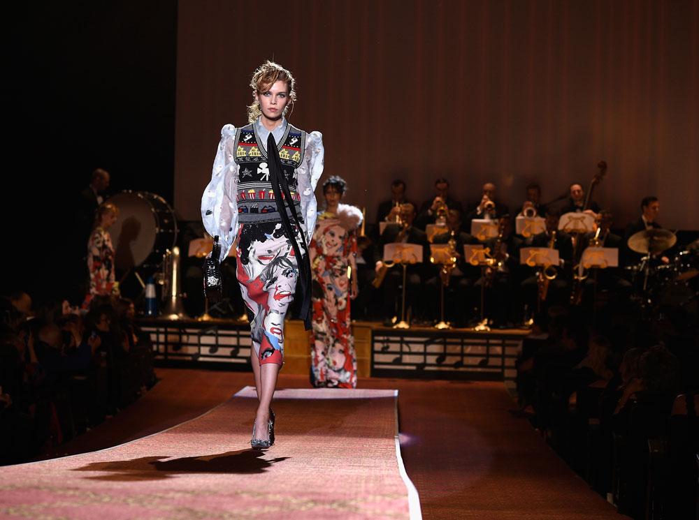 גדול מהחיים. מארק ג'ייקובס סוגר את שבוע האופנה של ניו יורק (צילום: gettyimages)