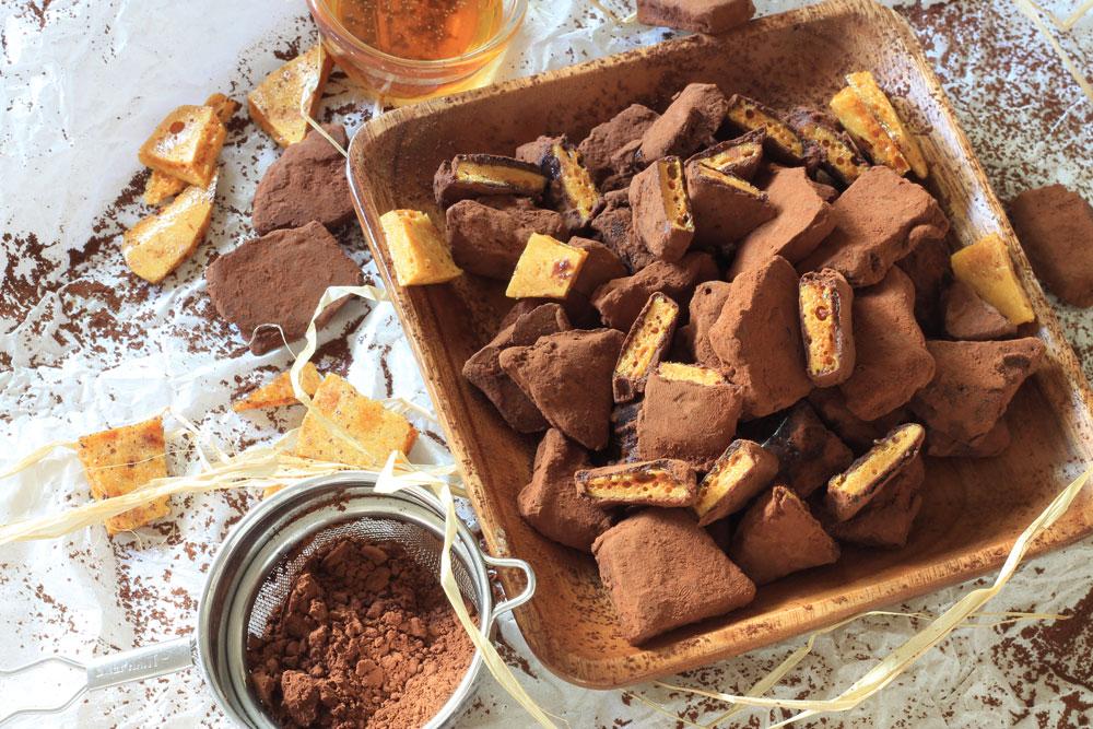 חלת דבש פריכה בציפוי שוקולד (צילום: אורלי חרמש)