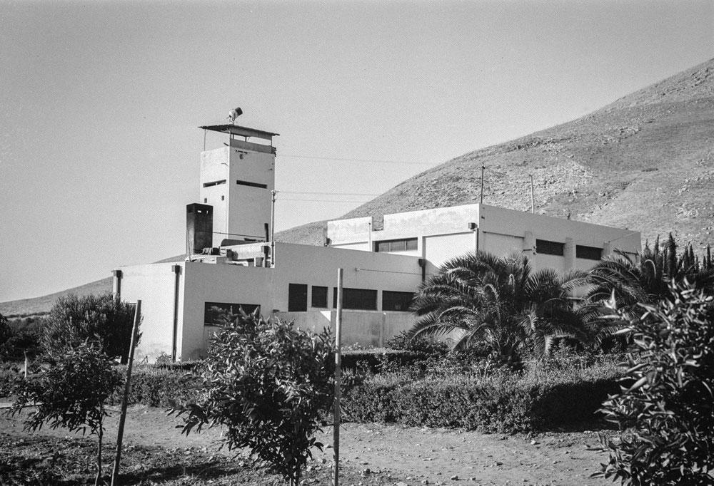 8. גם הבניין הזה, שצולם ב-1937, לא קל לזיהוי, אז הנה רמז: מדובר באותו סוג של מבנה שמופיע בתמונה 5  (צילום: הצלמניה)
