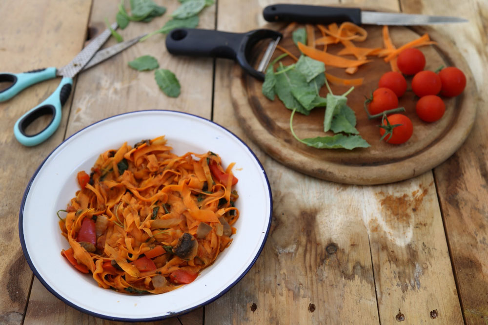 """""""ספגטי"""" גזר ברוטב ירקות  (צילום: עודד חוברה)"""