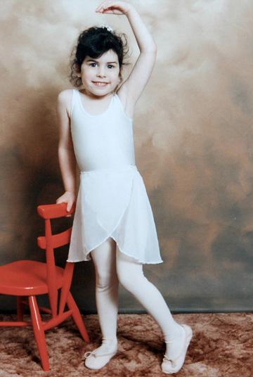למדה תיאטרון וריקוד ורק אחר כך הגיעה למוזיקה. איימי ויינהאוס בילדותה (צילום: rex/asap creative)
