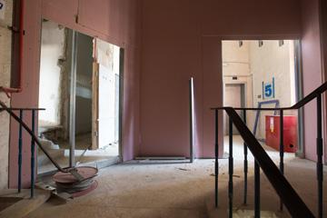 חדר המדרגות העצום יישאר כמות שהוא (צילום: דור נבו)