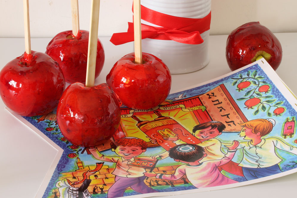 תפוחים מסוכרים על מקל (צילום: אסנת לסטר)