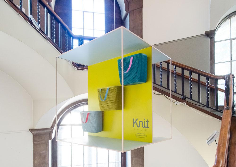 המיצב של כתר פלסטיק במתחם designjunction בפסטיבל העיצוב בלונדון.  מתקפת שיווק שביקשה לוודא שאיש מהמבקרים והעיתונאים לא יחמיץ את הקולקציה החדשה (צילום: Ruth Ward)