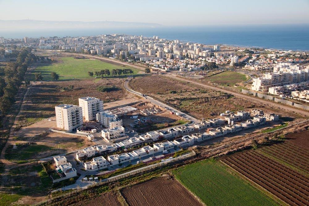 בחלוקה גסה אפשר לומר שהיהודים שיכולים לעזוב לשכונות החדשות - עושים את זה. מסילת הרכבת חוצצת בין הישן לחדש, והעיר יוצאת נפסדת מהפיצול (צילום: חברת א.עבאדה)