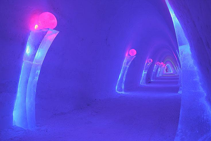 מבנה כפר השלג בפינלנד, בו תמצאו מסעדות, מועדון לילה ומלון עשויים קרח ושלג (באדיבות SnowVillage Finland)