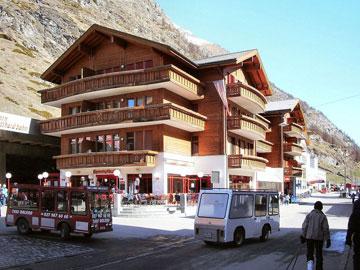 בין עיירות הסקי הנחשבות בעולם. זרמט (צילום: Philipp Gross, cc)