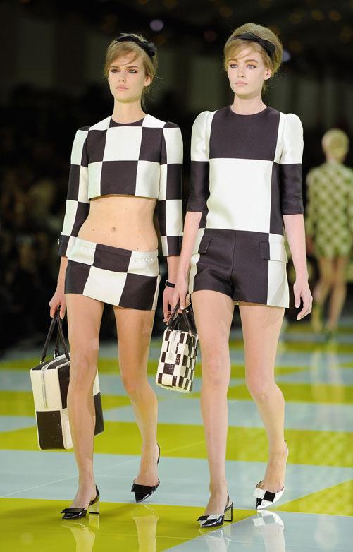 חולצת בטן בתצוגת האופנה של לואי ויטון (צילום: gettyimages)