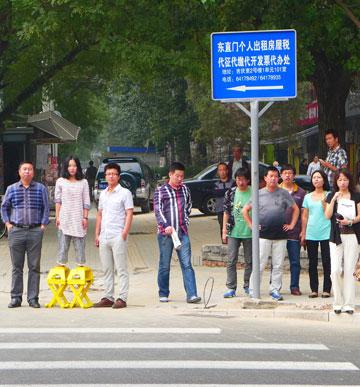 השרפרף של וספי ינאי ברחוב בסין (צילום: studio BET )