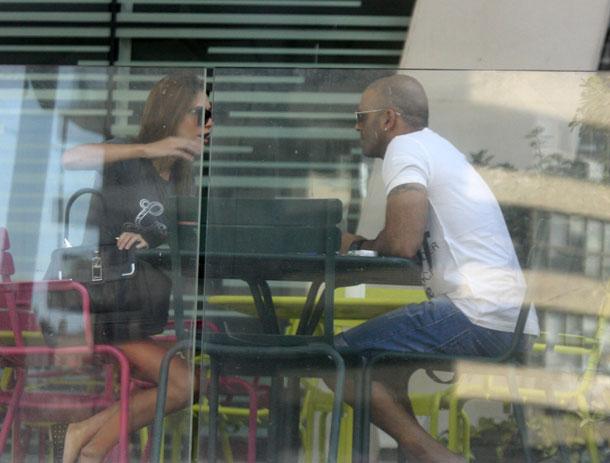 רומנטיים בבית קפה (צילום: רועי חביב)