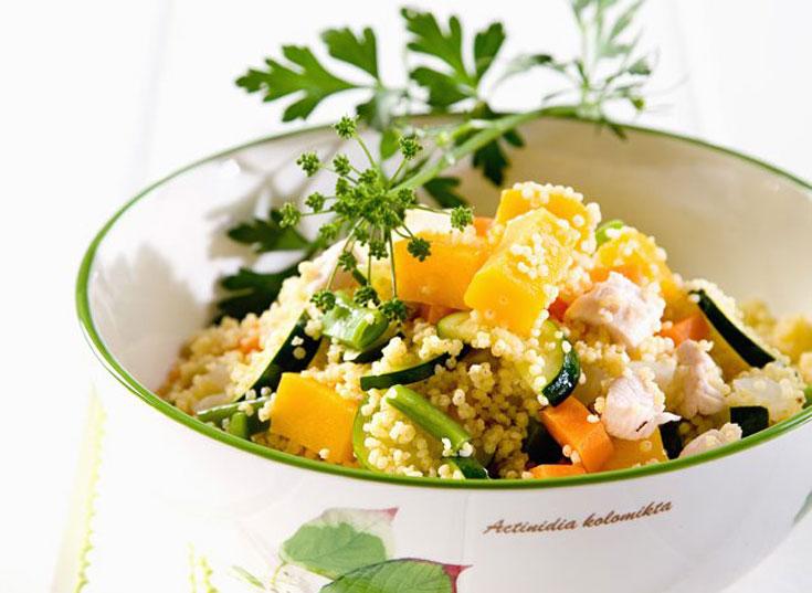 386 קלוריות למנה שהיא ארוחה. תבשיל דוחן וירקות עם עוף (צילום: יוסי סליס, סגנון: נטשה חיימוביץ)