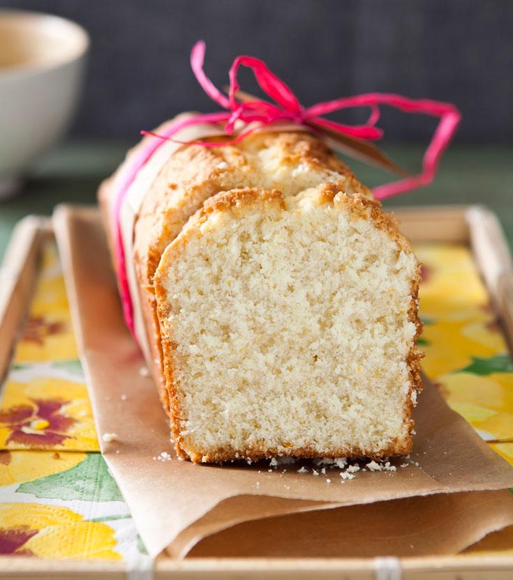 עוגה בחושה עם קוקוס ורום (צילום: שירן כרמל)