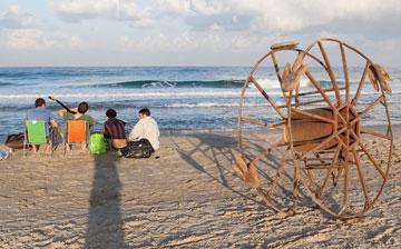 עקבות דינוזאור על החוף (צילום: אייל לבקוביץ)