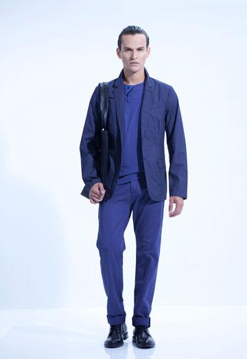 Sketch. מכירה מיוחדת של מכנסי צ'ינו לגברים (צילום: רון קדמי)