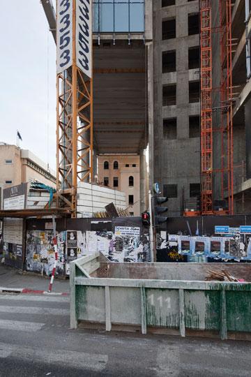 אדריכל המגדל: ''הפרויקט יתרום להרחבת המרחב הציבורי'' (צילום: אביעד בר נס)