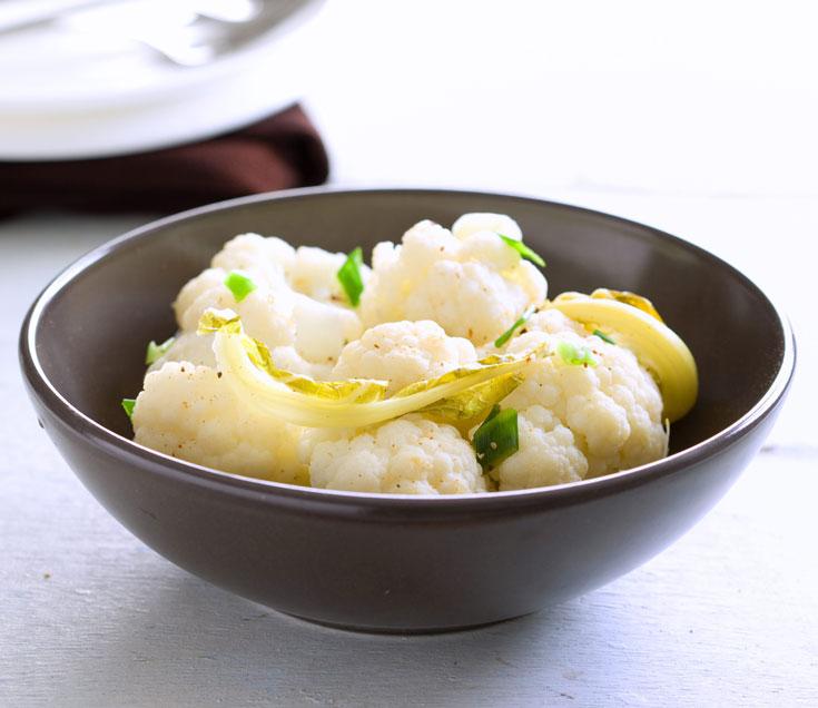 כרובית מאודה במיץ לימון (צילום: דני לרנר, סגנון: ליאת פז)