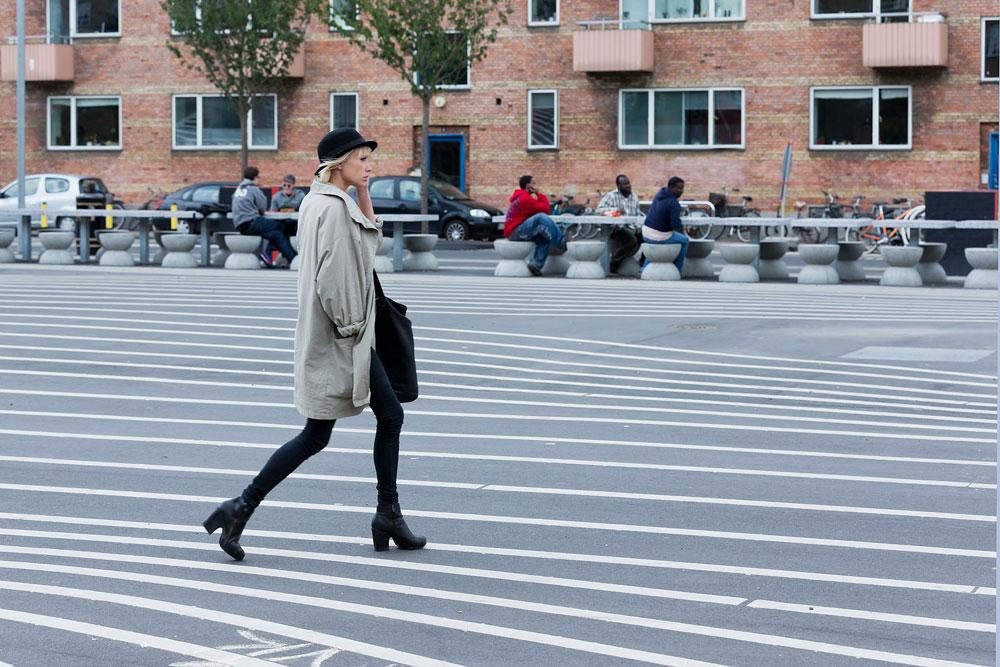 העירייה החליטה להשקיע תקציב נכבד בפרויקט (7.7 מיליון יורו) שמשתרע לאורך 750 מטרים. בתמונה: הרחבה השחורה, שנחצית בקווים לבנים דקים המדגישים את המתקנים שהוקמו כאן (צילום: Iwan Baan)