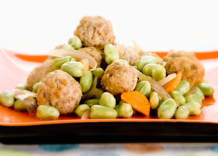 325 קלוריות למנה. כדורי בשר עוף והודו בפול ירוק  (צילום: יוסי סליס, סגנון: נטשה חיימוביץ)