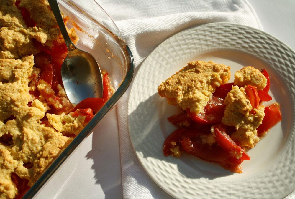פרידה טעימה מהקיץ. קובלר עגבניות (צילום: בישול בזול)