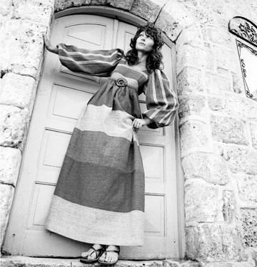 עיצובים של רוז'י בן יוסף. במסגרת אירועי TLV Fashion Night תתקיים תערוכה בת יומיים שתוקדש למעצבת האופנה בגלריית זימאק  (צילום: פיטר הרצוג)
