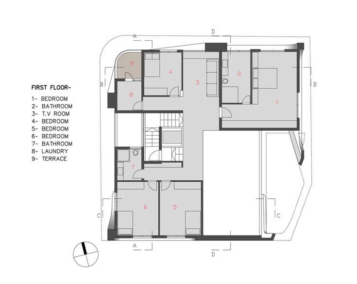 תוכנית הקומה העליונה: יחידת הורים גדולה שפונה לבריכה, שלושה חדרי שינה לילדים, חדר משפחה וחדרי רחצה וכביסה (באדיבות אדר' אליהו זהבי, זהבי אדריכלים)