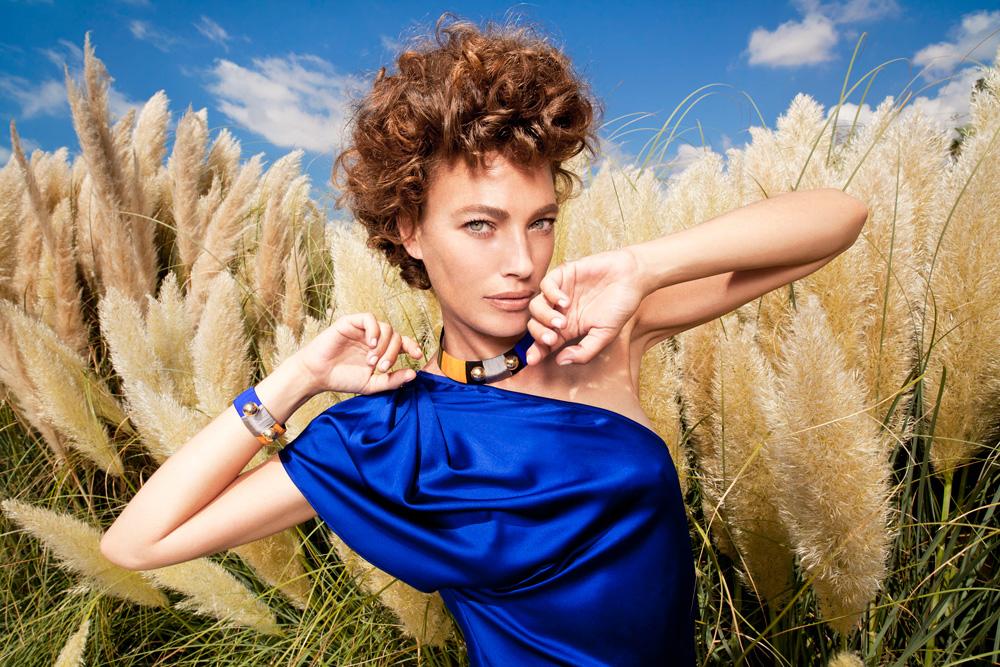 עמית מכטינגר מדגמנת את הקולקציה של פאולה ביאנקו ב-Dress Code. יריד האופנה מציע את הקולקציות החדשות של מעצבים ישראלים בהנחה (צילום: רון קדמי)