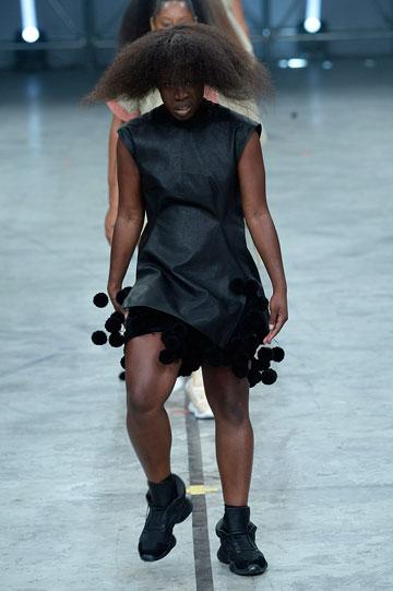 שיח על מידות גוף או סתם פרובוקציה? תצוגת האופנה של ריק אוונס (צילום: gettyimages)