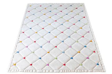שטיח עם משחקי נפח (צילום: Courtesy of Top Floor)