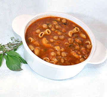מרק חומוס נפוליטני. 260 קלוריות למנה (צילום: קובי בורודצקי)