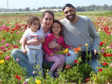 """דניאל שטרן ומשפחתה, Mom2Mom ו""""אמהות קונות ביחד"""""""